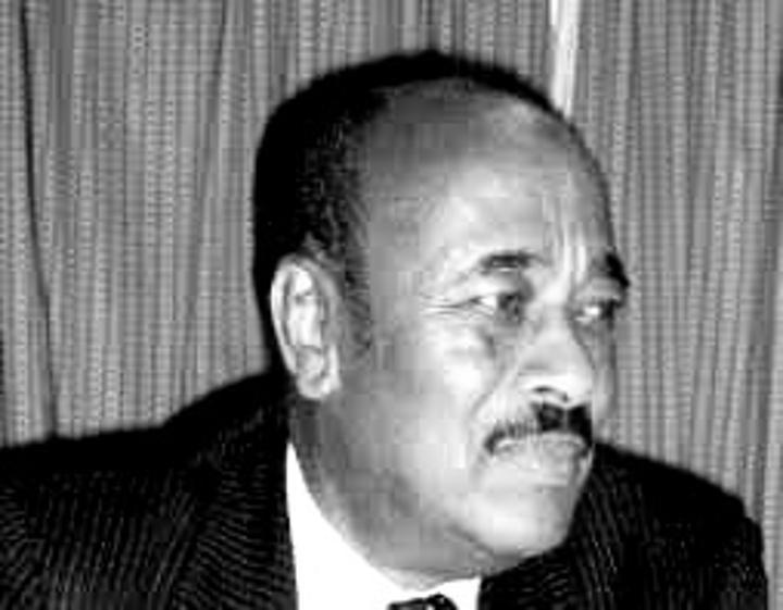 رئيس الجمهورية يعزي في وفاة السفير يوسف عمر الأزهري