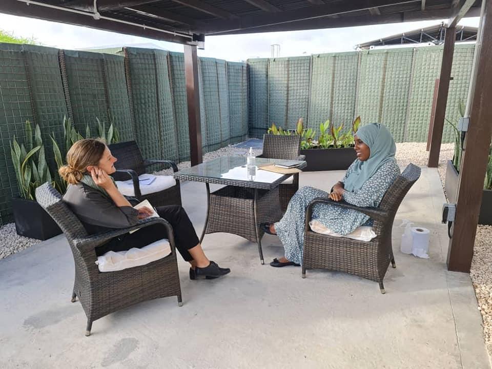 وزيرة المرأة وحقوق الانسان تجتمع مع سفيرة بريطانيا لدى البلاد