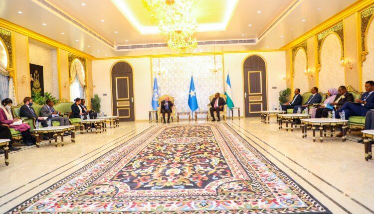 رئيس بونتلاند يلتقي وفدا دوليا بقيادة الممثل الخاص للأمم المتحدة في الصومال
