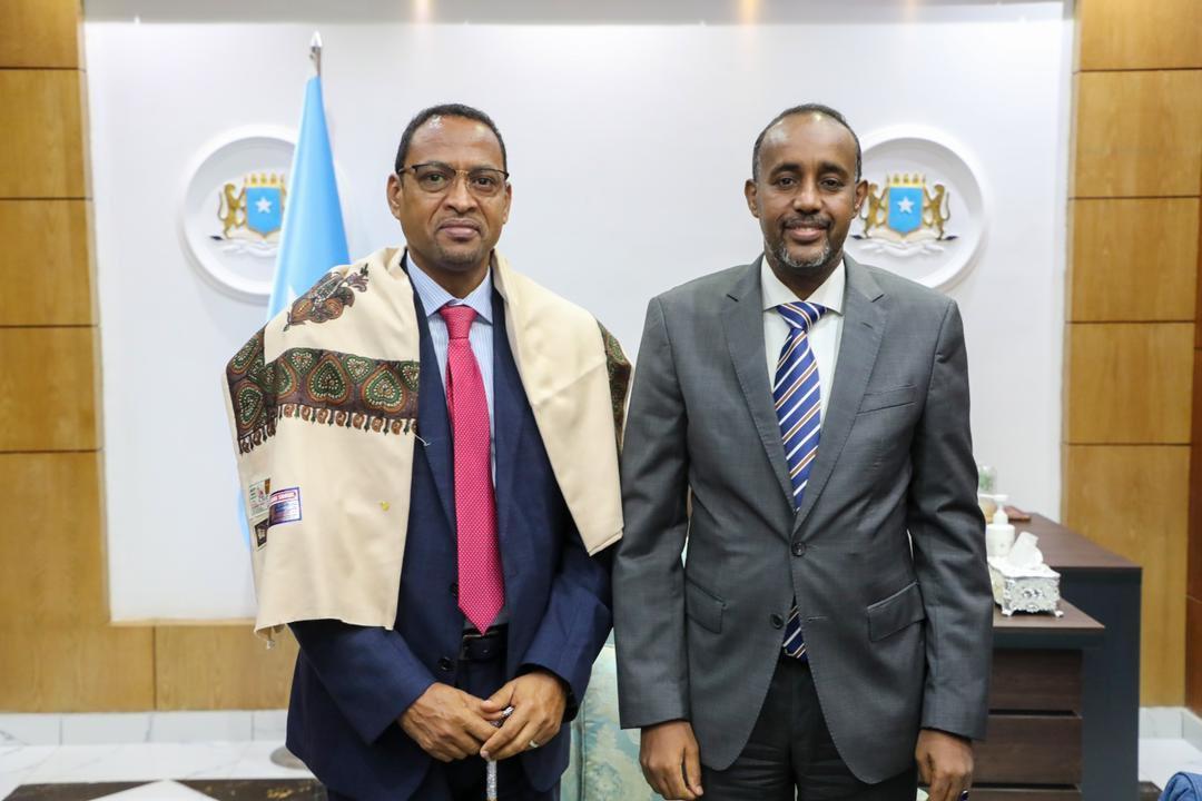 رئيس الوزراء يودع السفير الجيبوتي لدى الجمهورية