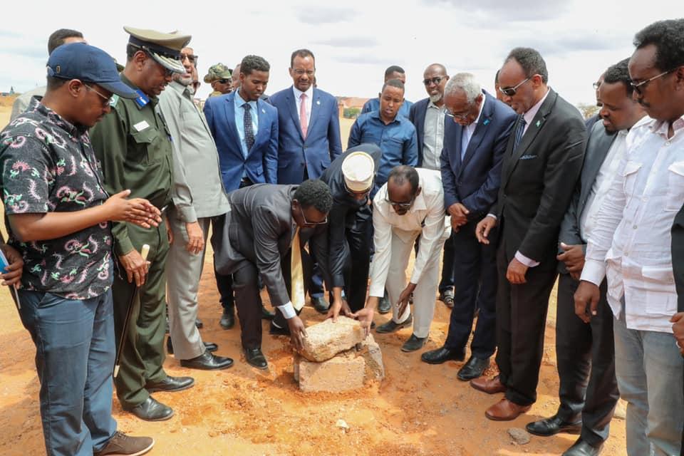 رئيس الوزراء يضع حجر الأساس لملعب مدينة غربهاري