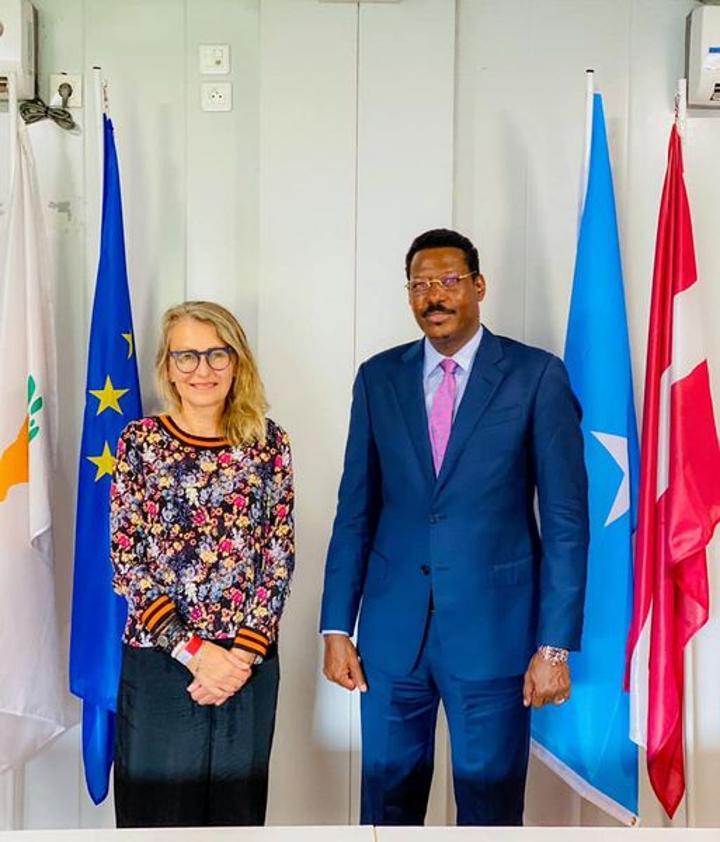 رئيس ولاية غلمدغ يجتمع مع سفيرة الإتحاد الأوروبي لدى البلاد