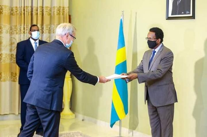 رئيس الجمهورية يتسلم أوراق اعتماد السفير السويدي الجديد