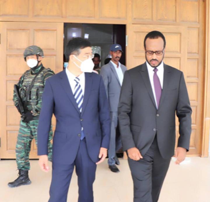 وزير التخطيط يبحث مع السفير الصيني الجديد تعزيز علاقات التعاون