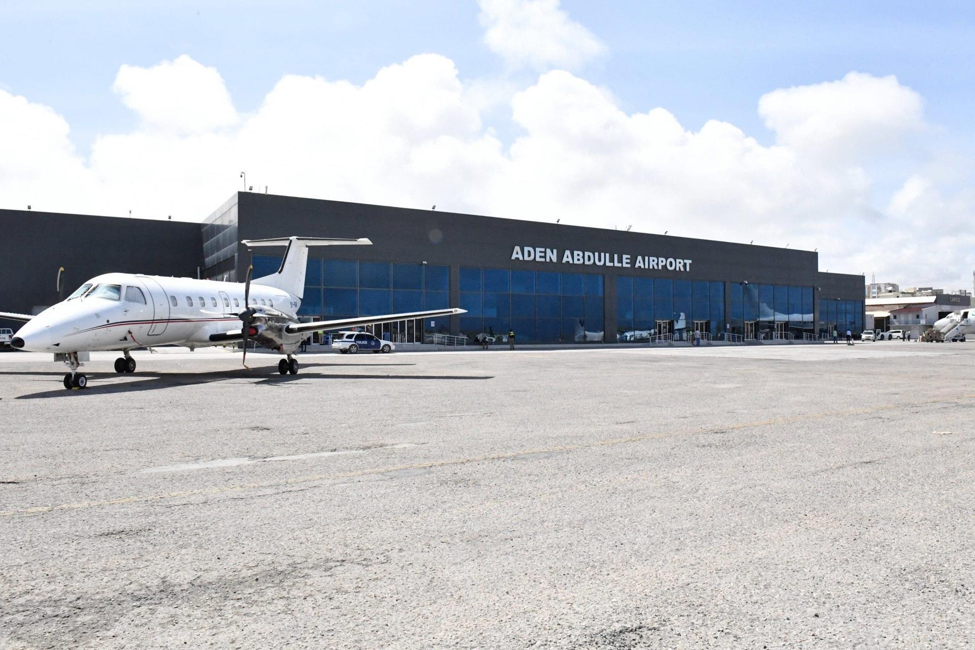 منع اثنين من ضباط المخابرات الصومالية من السفر