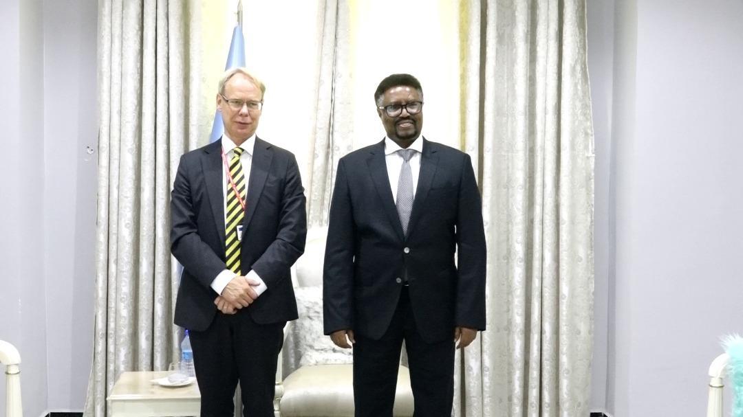 رئيس مجلس الشعب يجتمع مع السفير السويدي الجديد