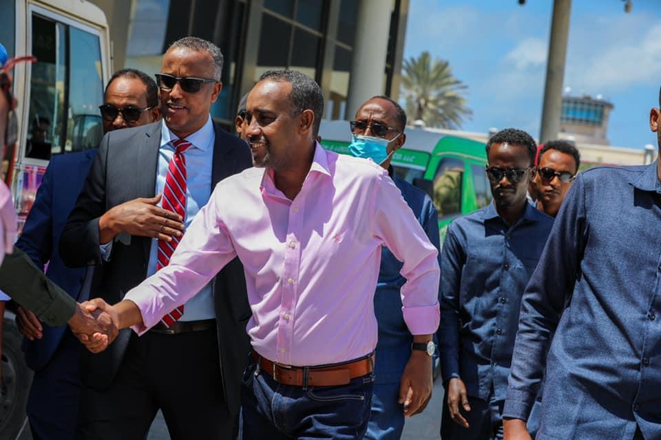 رئيس الوزراء يتفقد مطار آدم عدي الدولي