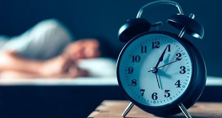 دراسة طبية تكشف عن تأثيرات سلبية للنوم بعد فترة الغذاء