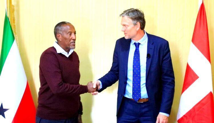رئيس إدارة أرض الصومال يستقبل سفير الدنمارك في هرغيسا