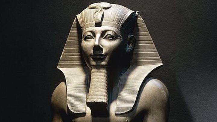 المومياوات الملكية: رحلة ملوك مصر القديمة من الموت إلى