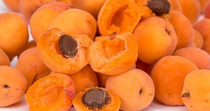باحث مصري: احذروا بذور هذه الفواكه.. فيها سم قاتل