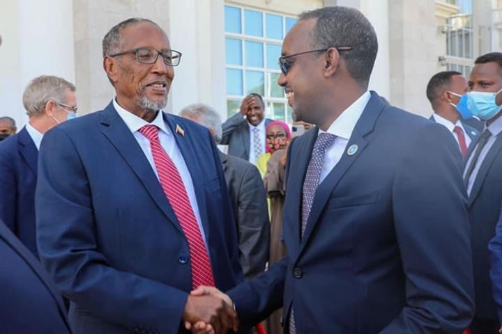 القائم بأعمال رئيس الوزراء الصومالي يلتقي رئيس أرض الصومال