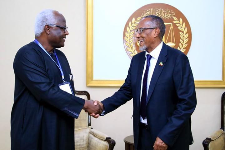 رئيس أرض الصومال يستقبل رئيس سيراليون السابق في هرغيسا