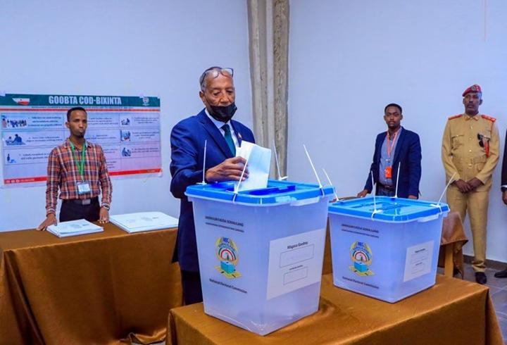 إشادة دولية بالانتخابات التشريعية والمحلية في أرض الصومال