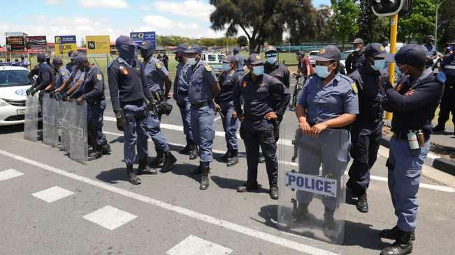 Cops armed and ready to contain any threat arising at EFF's Brackenfell protest