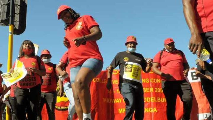 Cape firefighters threaten DA to intervene in dispute or face losing votes