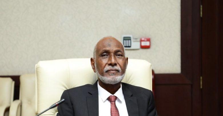 والي شرق دارفور يدفع بإستقالته ويوضح الاسباب