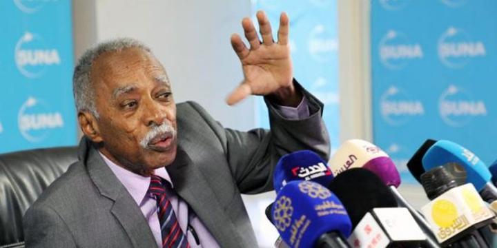 التربية تنفي إستقالة الوزير بروفيسور محمد الأمين التوم