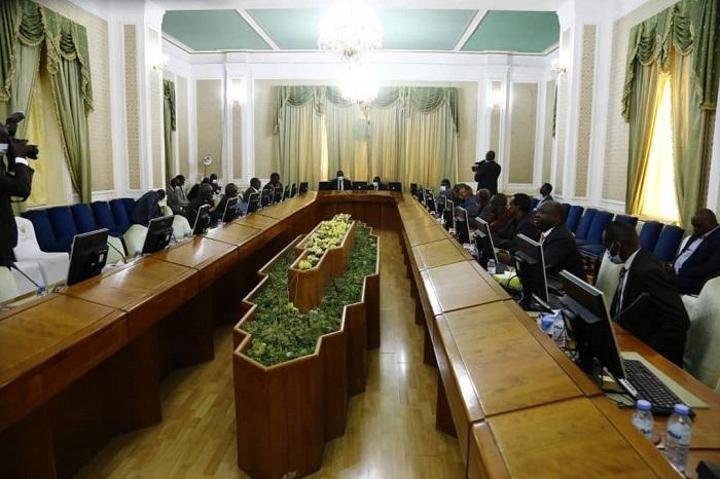 الوساطة الجنوبية تعقد إجتماعاَ مع الأطراف الموقعة علي إتفاق جوبا للسلام