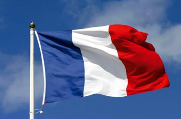 لاجئ سوداني يقتل مسؤولا فرنسيا طعنا بعد رفض طلبه للجوء في مدينة باو