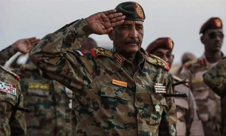 البرهان لـ(ضباط الجيش): قيادة الدولة حريصة على السلام والاستقرار