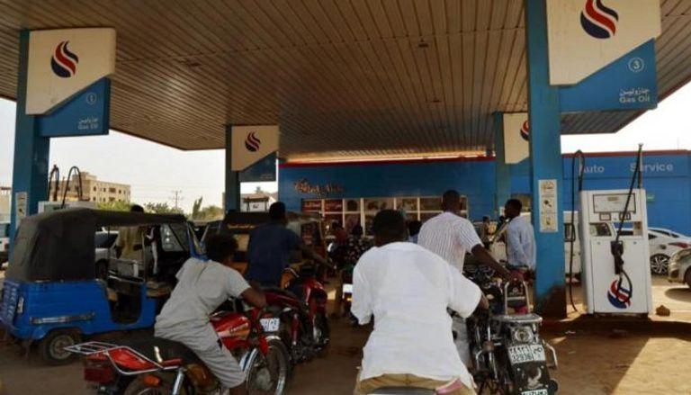 أسعار البنزين في السودان.. وطن يكافح ومواطن يئن