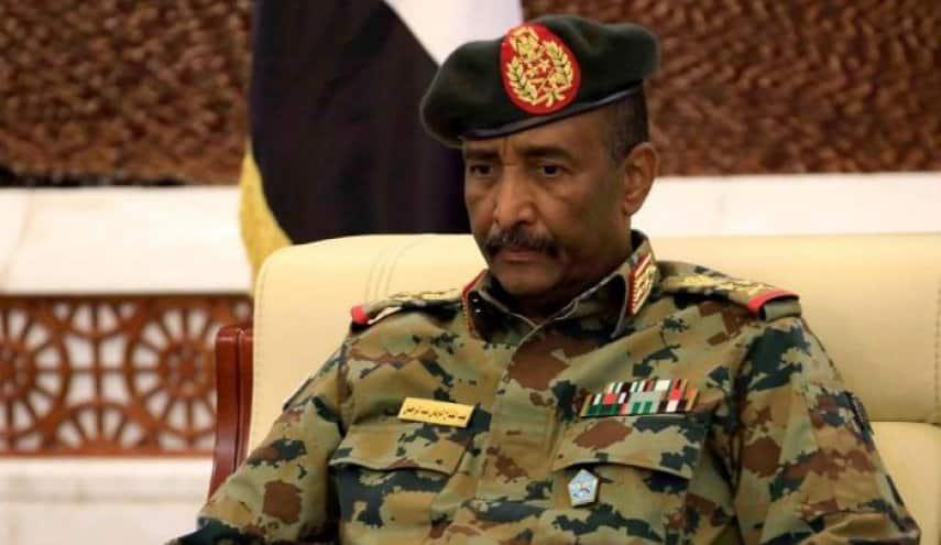 بعد إعلان حميدتي رفض دمج الدعم السريع في الجيش.. لما خرج البرهان عن صمته؟
