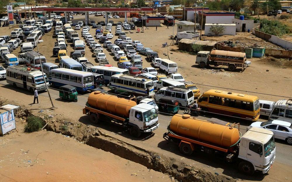 تحرير الوقود.. هل يعجل بموجة ثورية جديدة؟