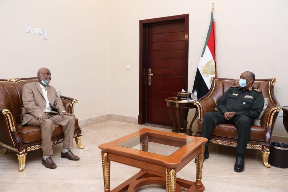 رئيس مجلس السيادة الإنتقالي يطلع على الأوضاع بشرق دارفور