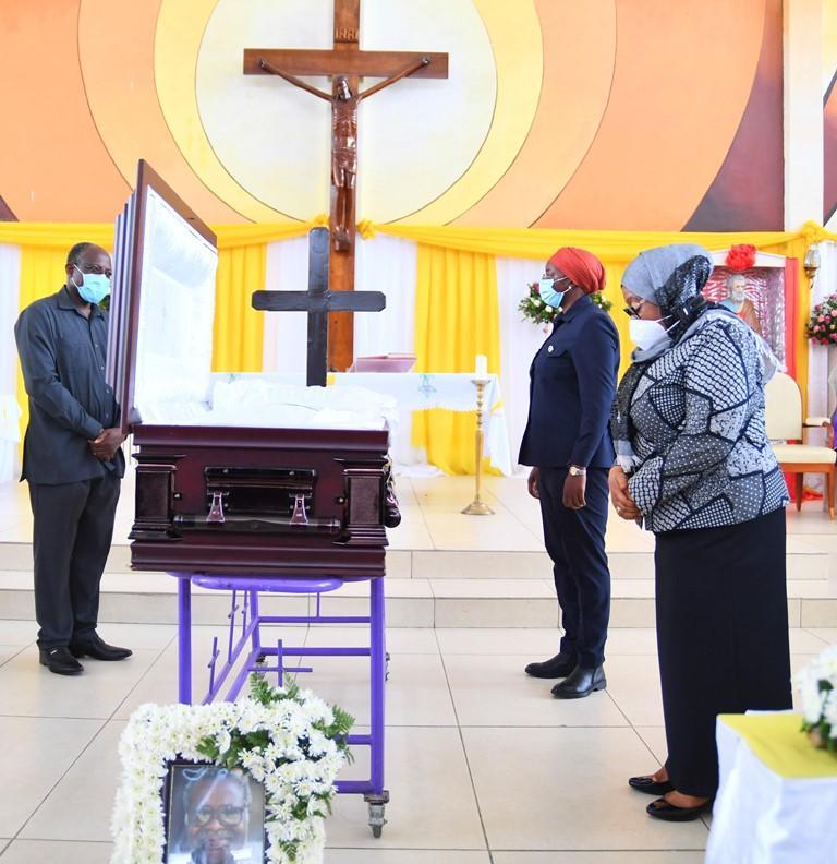 Samia leads mourners at Mzindakaya farewell