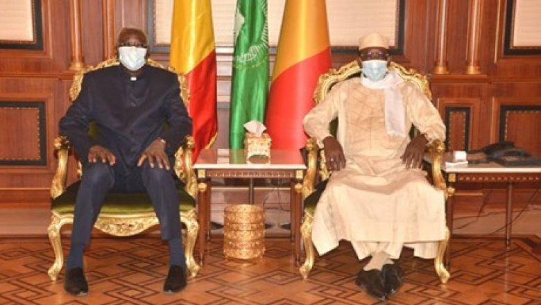 Tchad : le président de la transition au Mali est à N'Djamena