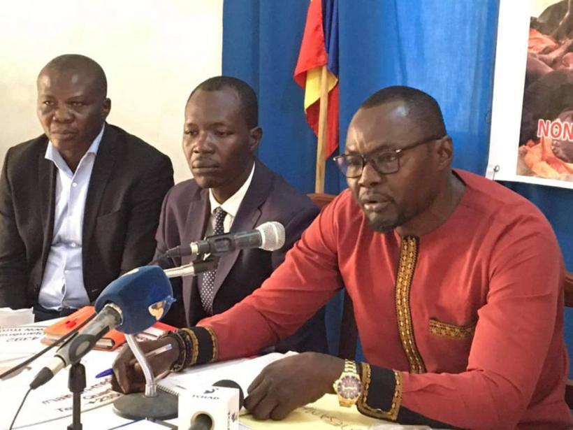des voix s'élèvent contre les pratiques Le Réseau des associations du Mandoul (RESAMA) s'insurge contre l'esclavage des jeunes tchadiens dans l'extrême Nord du pays. Le porte-parole du RESAMA, Delaville Sewingar, s'est exprimé vendredi à la Maison des médias de N'Djamena. La traite des personnes a pris de l'ampleur dans l'extrême Nord du pays. Des images de tortures inhumaines sont diffusées sur les réseaux sociaux. Le RESAMA alerte de l'existence avérée et de la généralisation du phénomène de la traite des personnes en République du Tchad. Pour le porte-parole, cet esclavage des jeunes à l'extrême Nord du pays prend en compte toutes les provinces du pays dont celle du Mandoul qui est la plus grande victime. Un rapport du département d'État américain paru en 2021 abonde dans le même sens et préconise aux autorités tchadiennes d'amplifier la lutte contre la traite des personnes qui prend diverses formes, notamment dans les zones d'orpaillage. Le Réseau des associations du Mandoul (RESAMA) s'insurge contre l'esclavage des jeunes tchadiens dans l'extrême Nord du pays. Le porte-parole du RESAMA, Delaville Sewingar, s'est exprimé vendredi à la Maison des médias de N'Djamena. La traite des personnes a pris de l'ampleur dans l'extrême Nord du pays. Des images de tortures inhumaines sont diffusées sur les réseaux sociaux. Le RESAMA alerte de l'existence avérée et de la généralisation du phénomène de la traite des personnes en République du Tchad. Pour le porte-parole, cet esclavage des jeunes à l'extrême Nord du pays prend en compte toutes les provinces du pays dont celle du Mandoul qui est la plus grande victime. Un rapport du département d'État américain paru en 2021 abonde dans le même sens et préconise aux autorités tchadiennes d'amplifier la lutte contre la traite des personnes qui prend diverses formes, notamment dans les zones d'orpaillage. au Nord