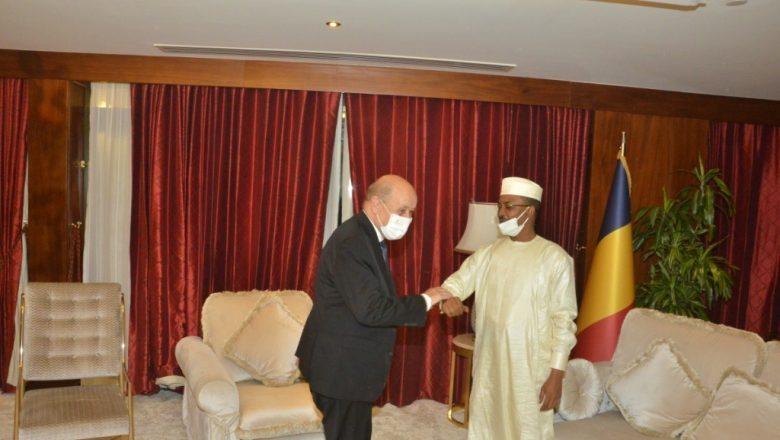 Mahamat Idriss Deby et Jean Yves le Drian se rencontrent au Qatar
