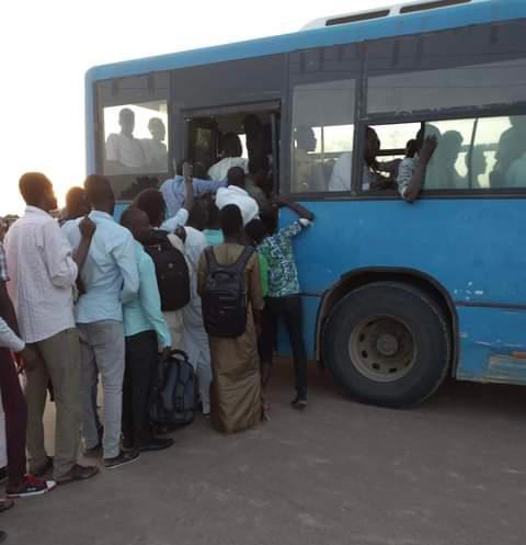 les bus de transport des étudiants dans un état d'amortissement