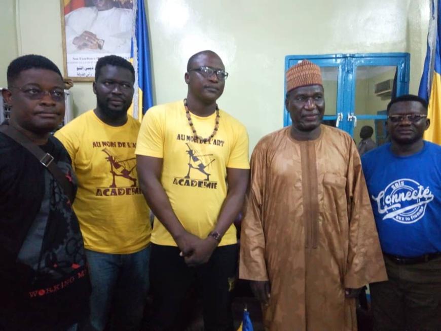 l'artiste Mawndoé à Abéché dans sa tournée nationale