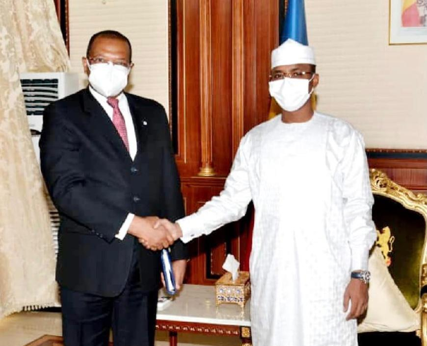le général Mahamat Idriss Deby reçoit une délégation de la BDEAC