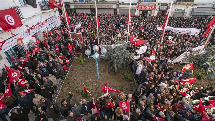 جموع غفيرة لأنصار الإتحاد العام التونسي للشغل في ساحة محمد علي الحامي بمناسبة الذكرى التاسعة للثورة التونسية