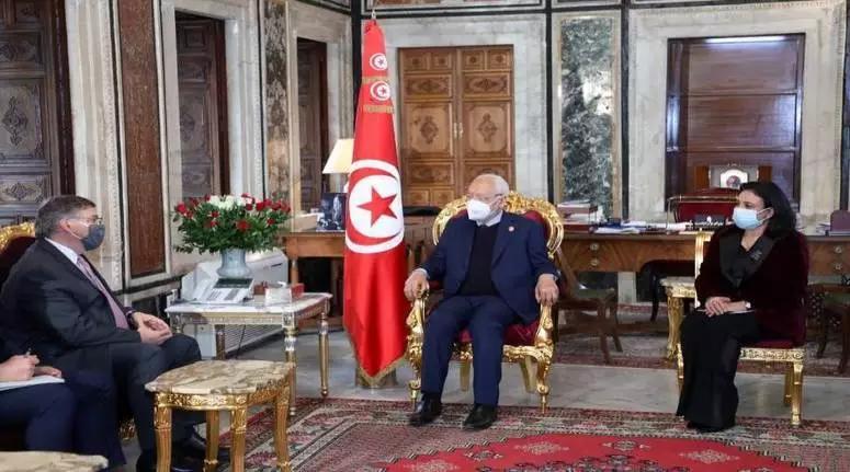 السفير الأمريكي يؤكد للغنوشي ان بلاده ستعمل على مضاعفة حجم الدعم الخارجي وتتعهّد بدعمها القوي للتجربة الديمقراطية التونسية