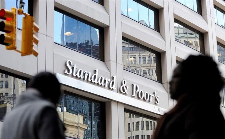 """""""ستاندرد آند بورز"""" تتوقع عودة الاحتقان الاجتماعي بتونس وتؤكد أن عدم الاستقرار السياسي سيفرض تحديات مالية كبيرة على البلاد مع تفاقم المديونية"""