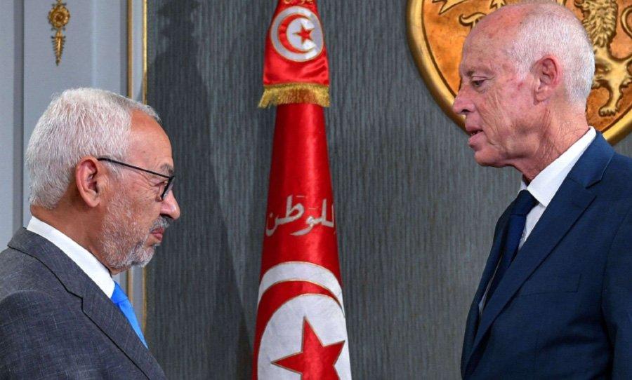 شقيق الرئيس التونسي يتحدث عن نخبة حاكمة جديدة… و«النهضة» تنفي ترؤس الغنوشي لجلسة برلمانية مخصصة لعزل الرئيس