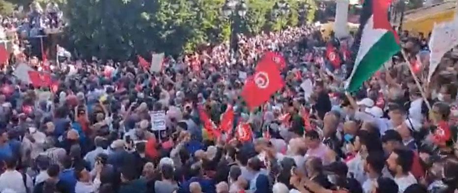 مناوشات بين المحتجين والأمن في المظاهرة المناهضة لإجراءات رئيس الجمهورية