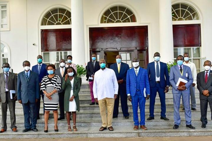 Museveni meets doctors, promises them pay rise