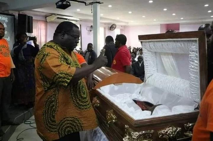 Kambwili biding farewell to the late obed Kasongo