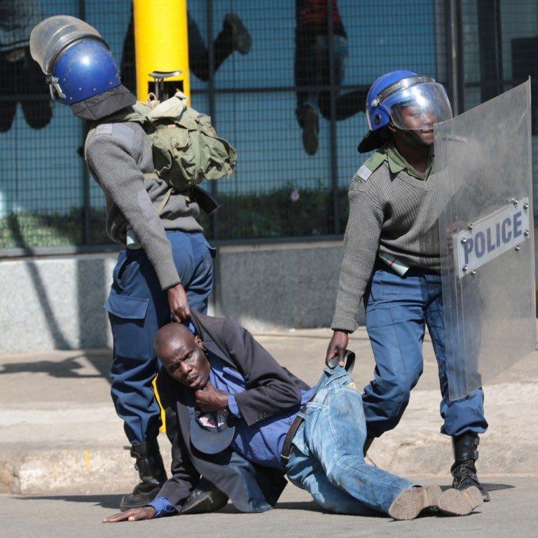 """Zimbabwe Is Still Under COVID-19 Lockdown"" – Police"