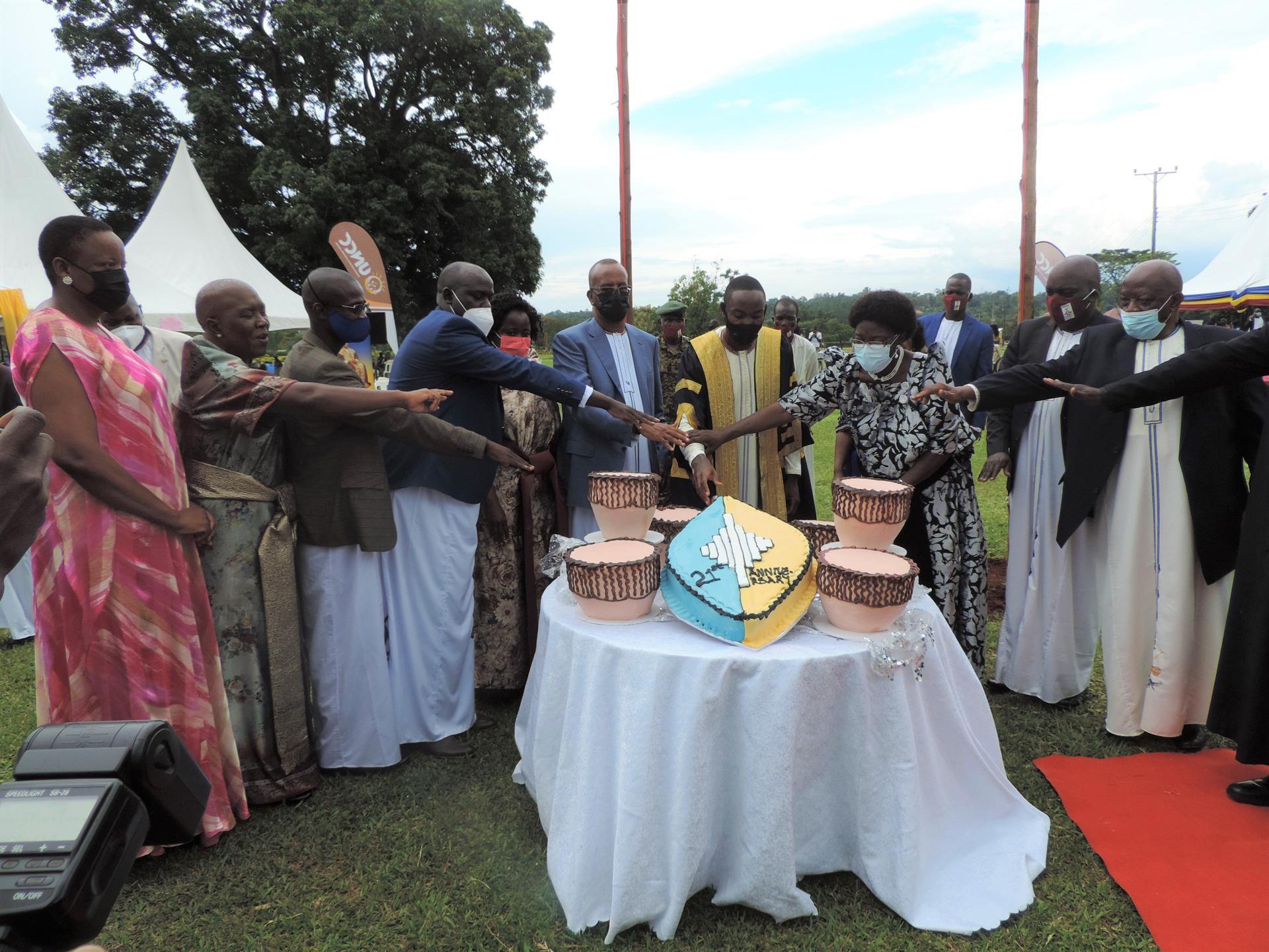 Kyabazinga calls for unity, peace at 21st anniversary